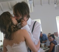 The couple must kiss when everyone starts knocking on the tables.